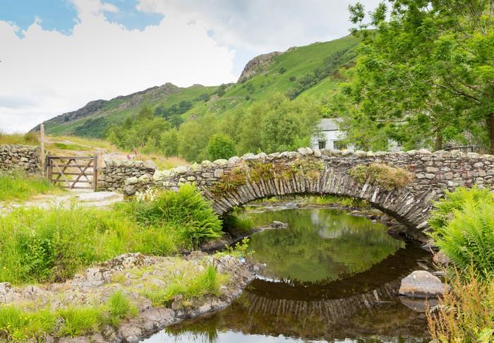Vinylová Tapeta Soumar most přes řeku Watendlath Lake District - Evropa