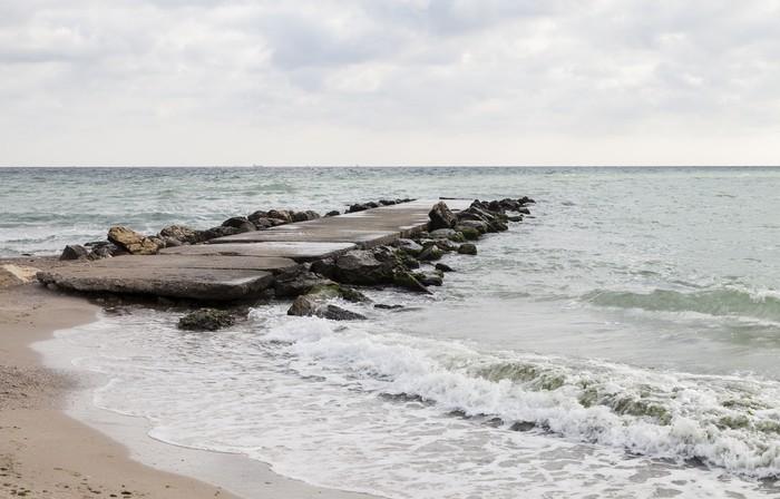 Vinylová Tapeta Starý položenou přehradou na Černém moři - Doplňky a věci
