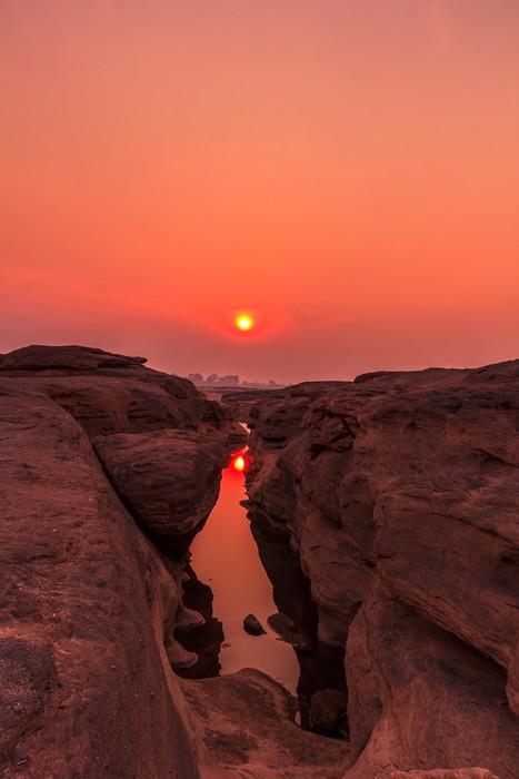 Vinylová Tapeta Grand Canyon z Thajska s názvem Sam-pan-Bok v západu slunce - Hory