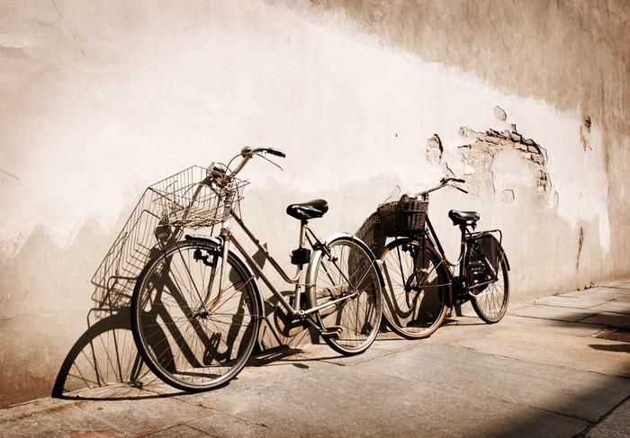 Triptyque Italiens à l'ancienne vélos appuyés contre un mur - Thèmes