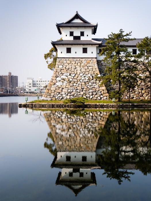 Vinylová Tapeta Věžička Imabari hradu odráží ve vodě - Asie