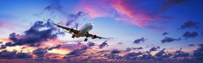 Vinylová Tapeta Tryskové letadlo ve velkolepé západu slunce na obloze - Témata
