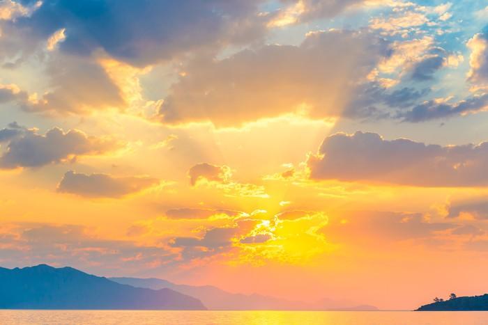 Vinylová Tapeta Jasné slunce oranžové stoupá nad mořem - Nebe