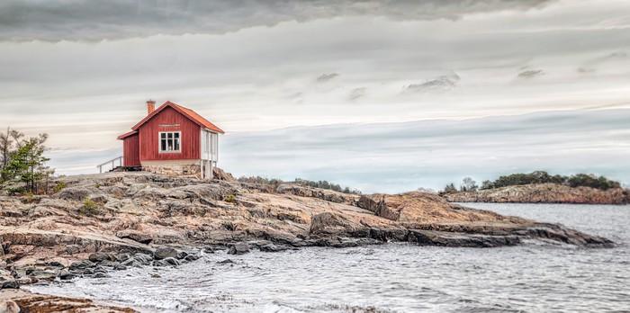 Carta da parati casa rossa in riva al mare in colori for Carta da parati casa mare