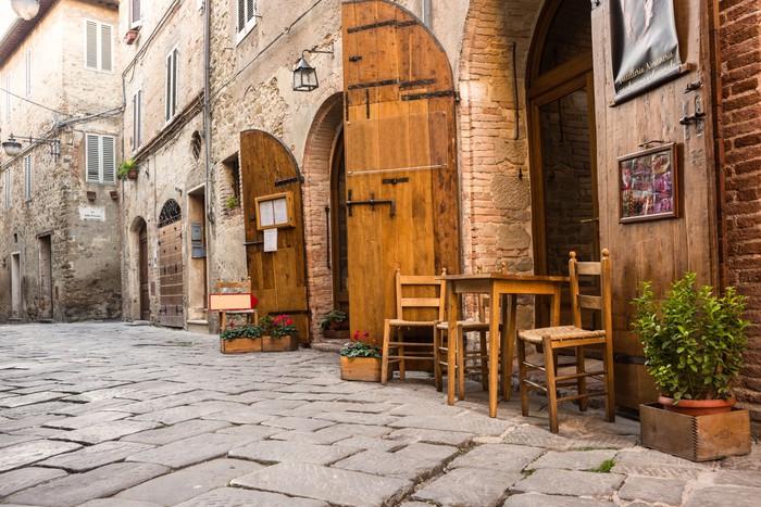 papier peint restaurant italien typique dans la ruelle. Black Bedroom Furniture Sets. Home Design Ideas