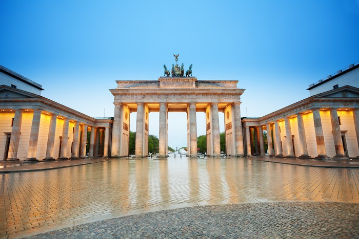 leinwandbild sch ne brander tor ansicht in der nacht berlin pixers wir leben um zu ver ndern. Black Bedroom Furniture Sets. Home Design Ideas