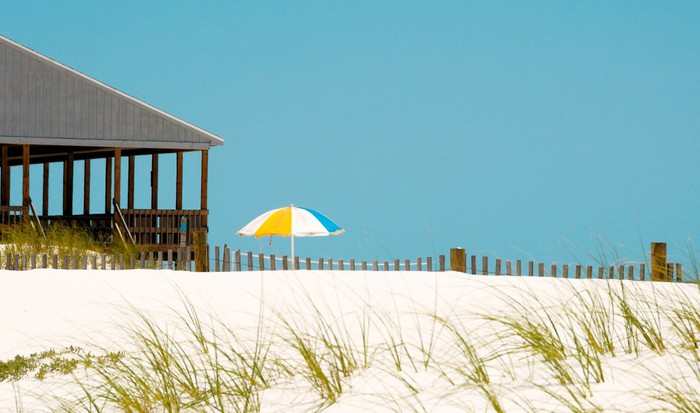 Vinylová Tapeta Beach Pavilion a Umbrella - Prázdniny
