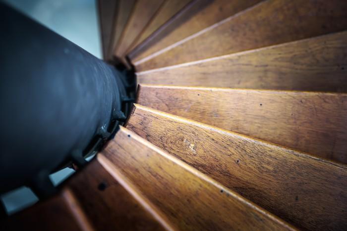 Vinylová Tapeta Točité schodiště z interiéru domu - Soukromé budovy