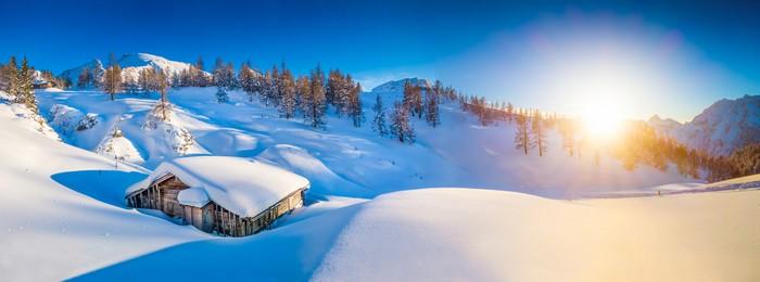 papier peint paysage d 39 hiver dans les alpes au coucher du soleil avec le vieux chalet de. Black Bedroom Furniture Sets. Home Design Ideas