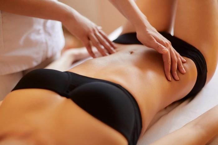 chica masaje corporal