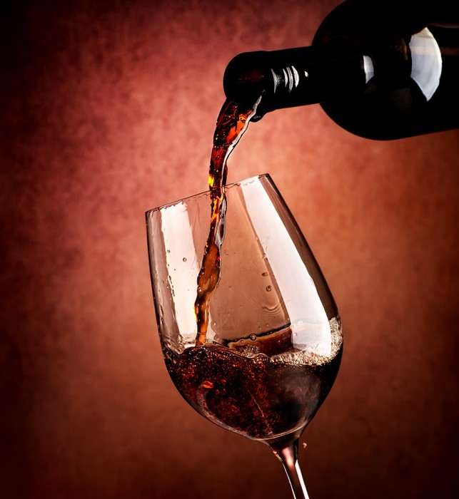 Vinylová Tapeta Víno na hnědé pozadí - Alkohol