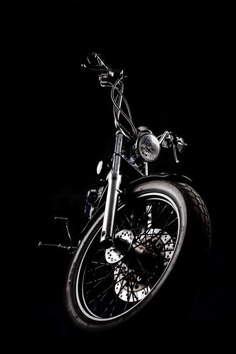 Vinylová Tapeta Chopper motocyklu přední izolované na černém -
