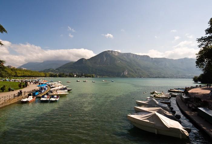Vinylová Tapeta Lake Annecy v Haute-Savoie - Voda