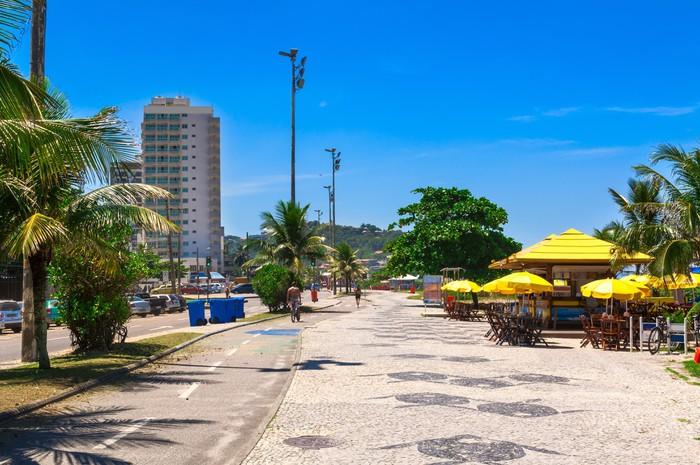 Vinylová fototapeta Pláž Barra da Tijuca se mozaiku chodníku v Rio de Janeiru. Brazílie - Vinylová fototapeta
