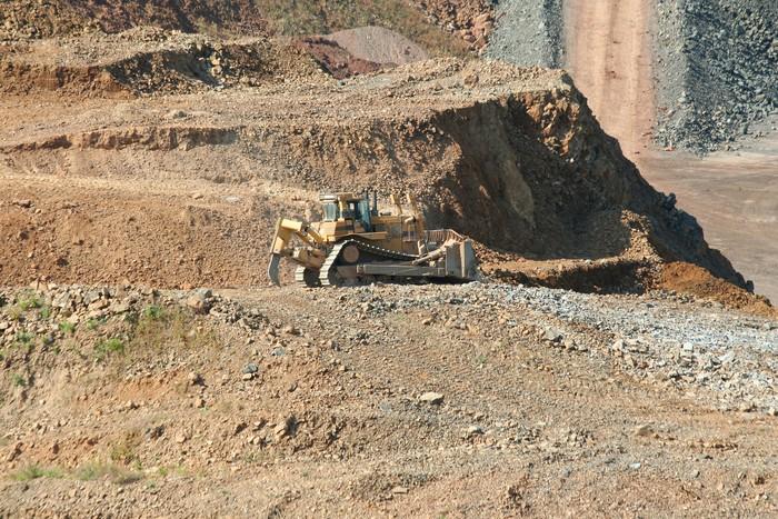 Vinylová Tapeta Buldozer pracující v kamenolomu - Těžký průmysl
